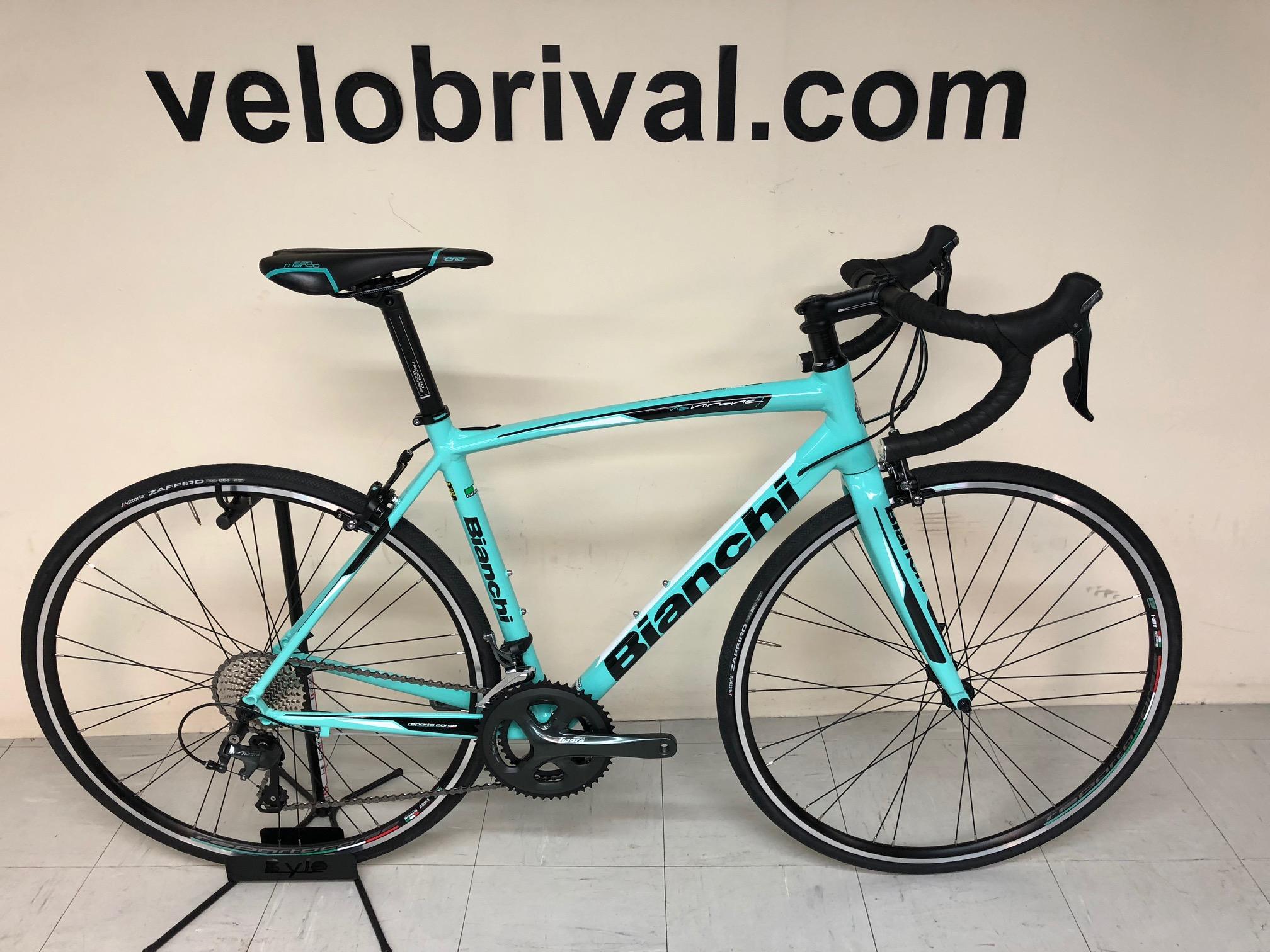 8b368c027a5 Le Bianchi Via Nirone 7 Tiagra est un Vélo de route Bianchi, performant et  polyvalent, son cadre en aluminium est léger et confortable.
